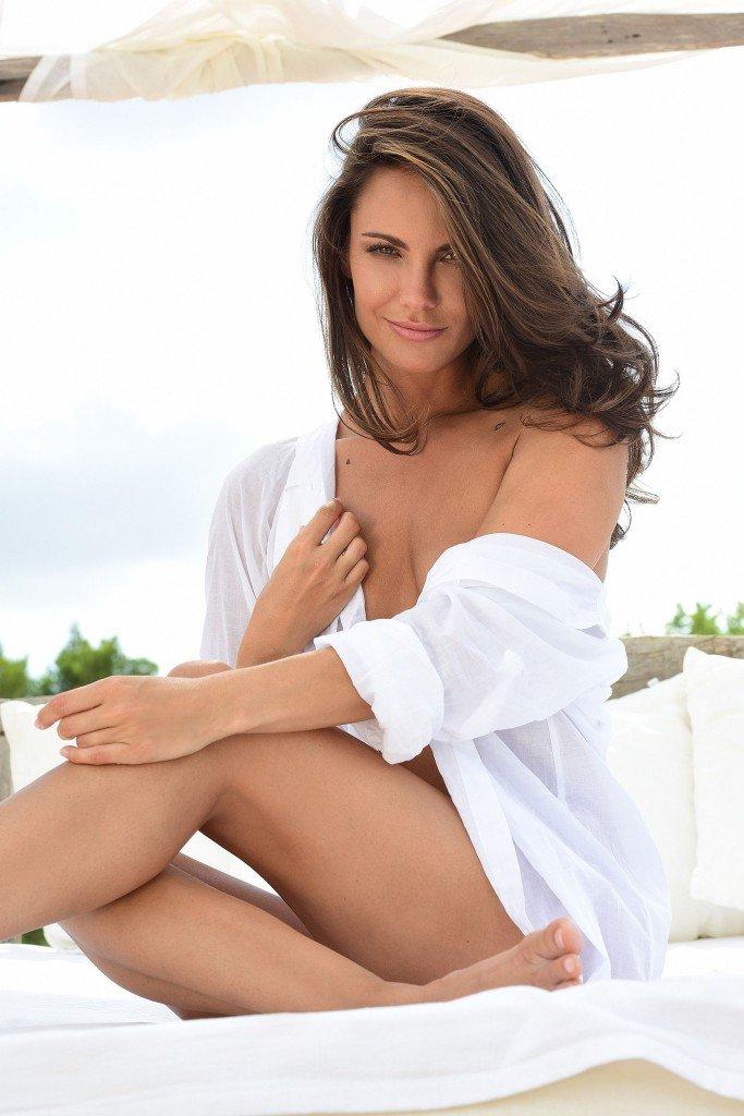 Simone Voss Nude & Sexy (33 Photos)