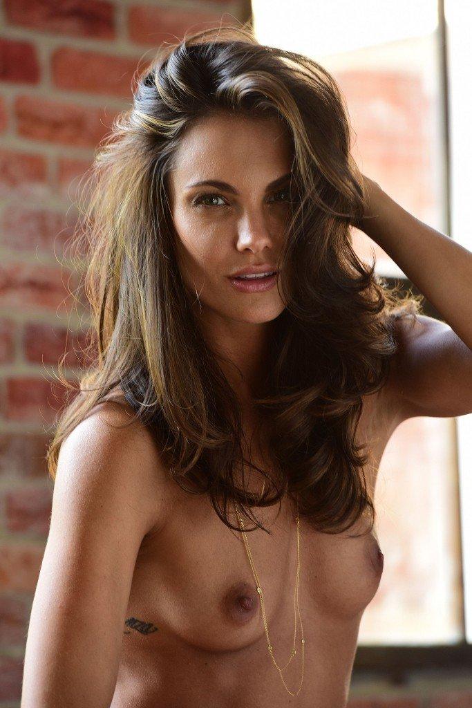Simone Voss Nude 30