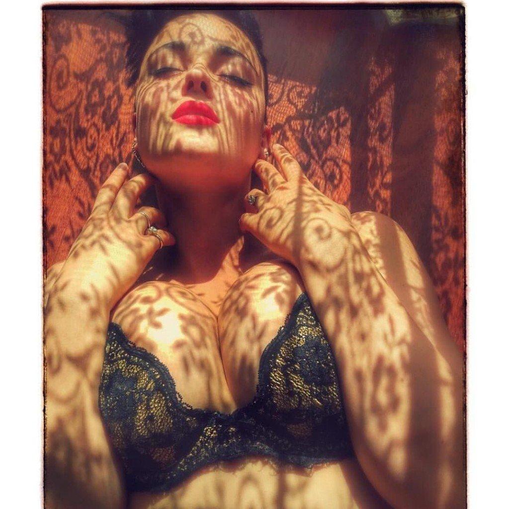 Stefania Ferrario Nude & Sexy 14