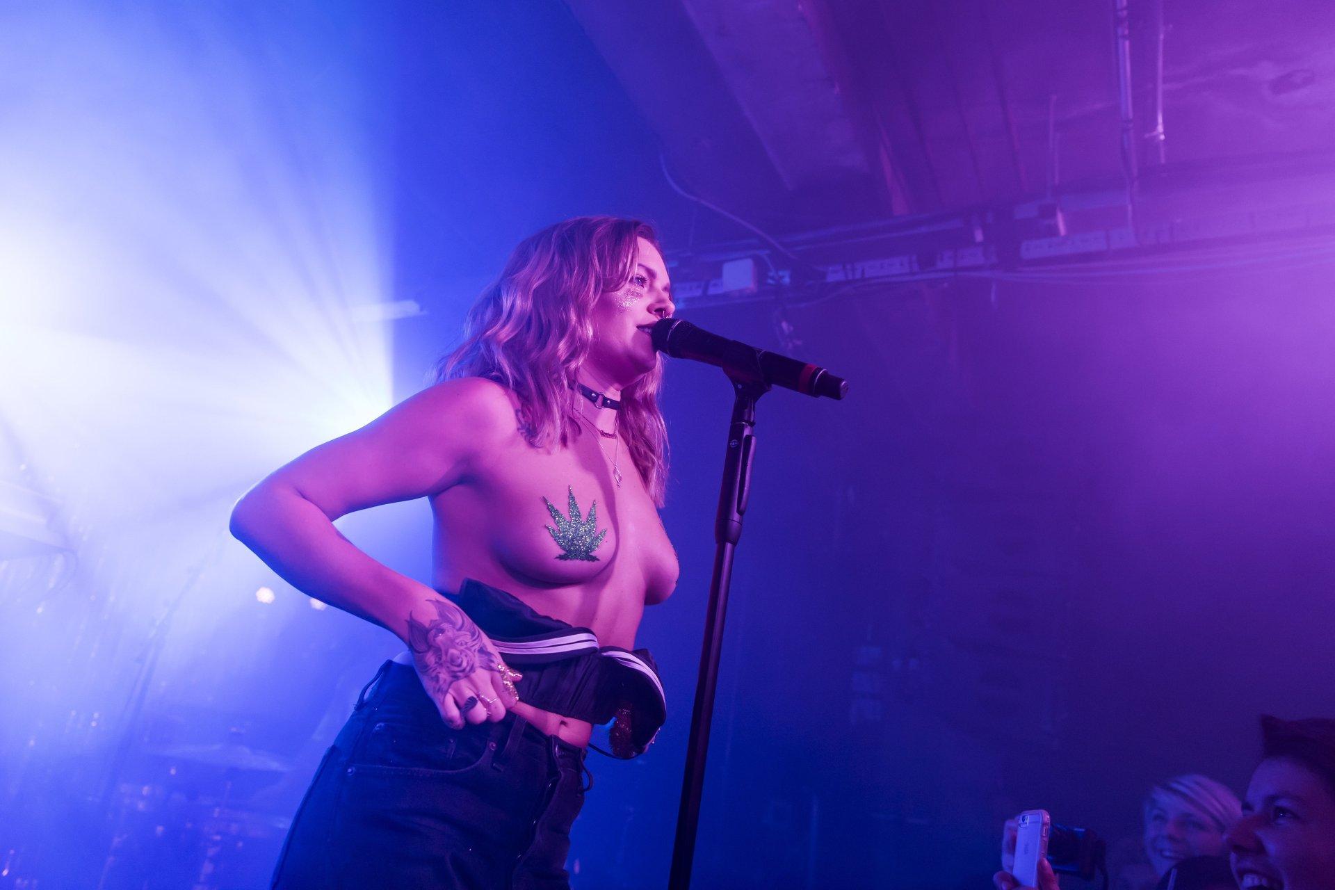 tove lo topless