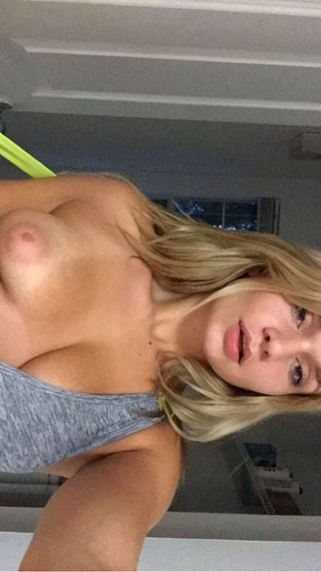 Zoie Burgher Nude & Sexy (37 Photos + Video)