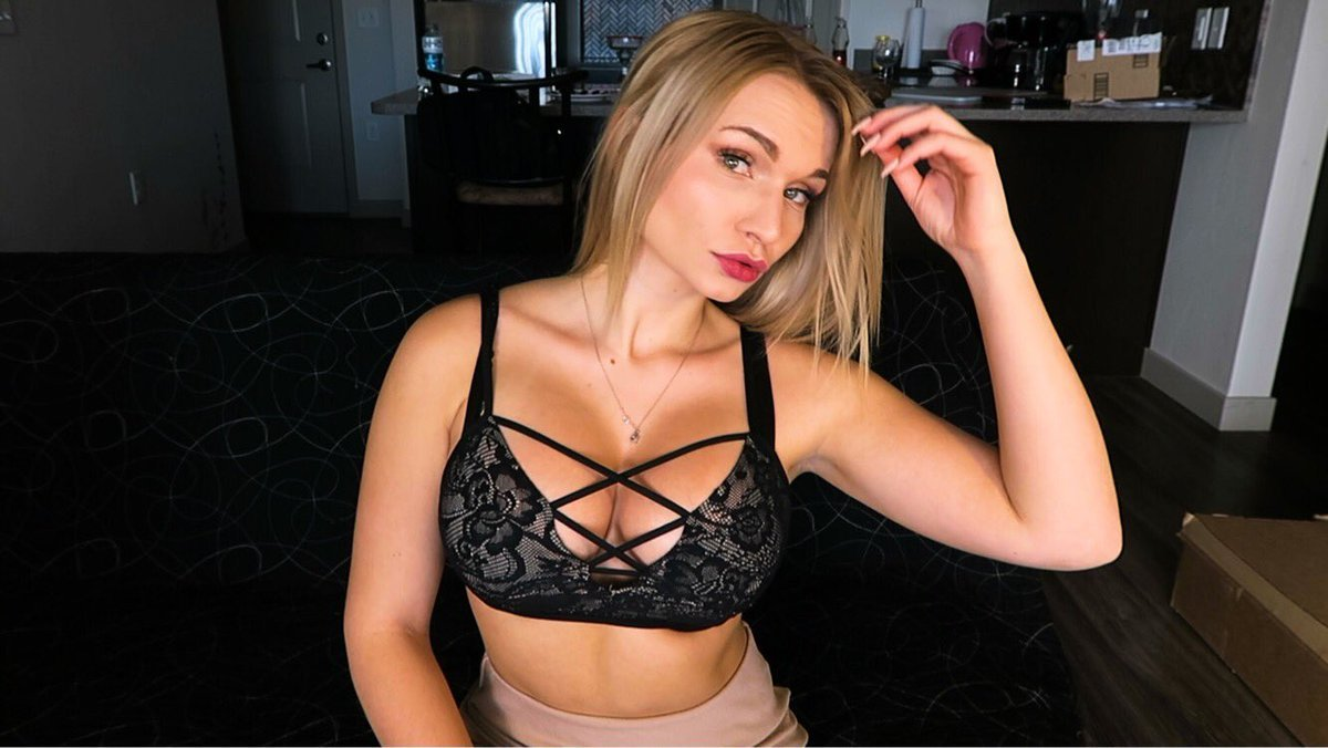 zoie burgher tits