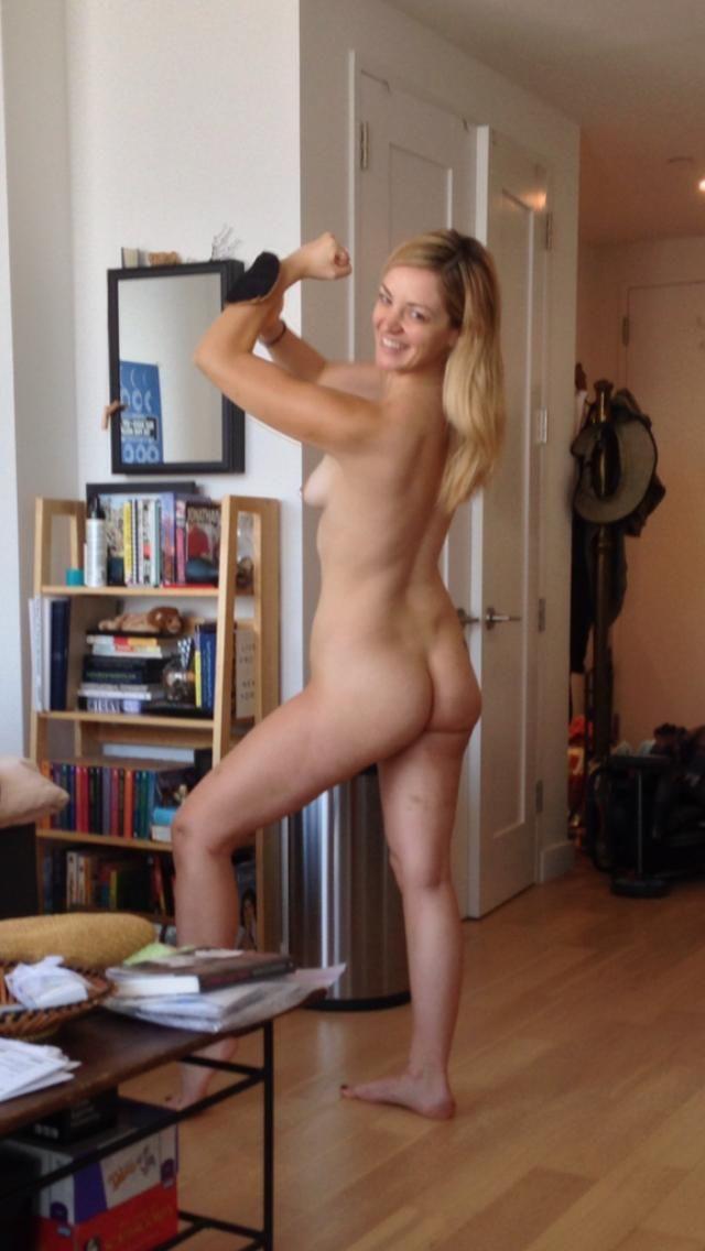 Abby Elliott Nude Leaked (3 Photos)