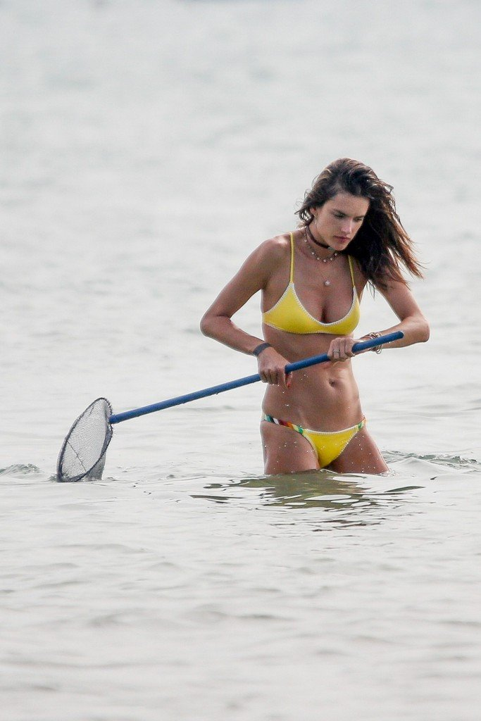 Alessandra Ambrosio Sexy thefappening.so 21
