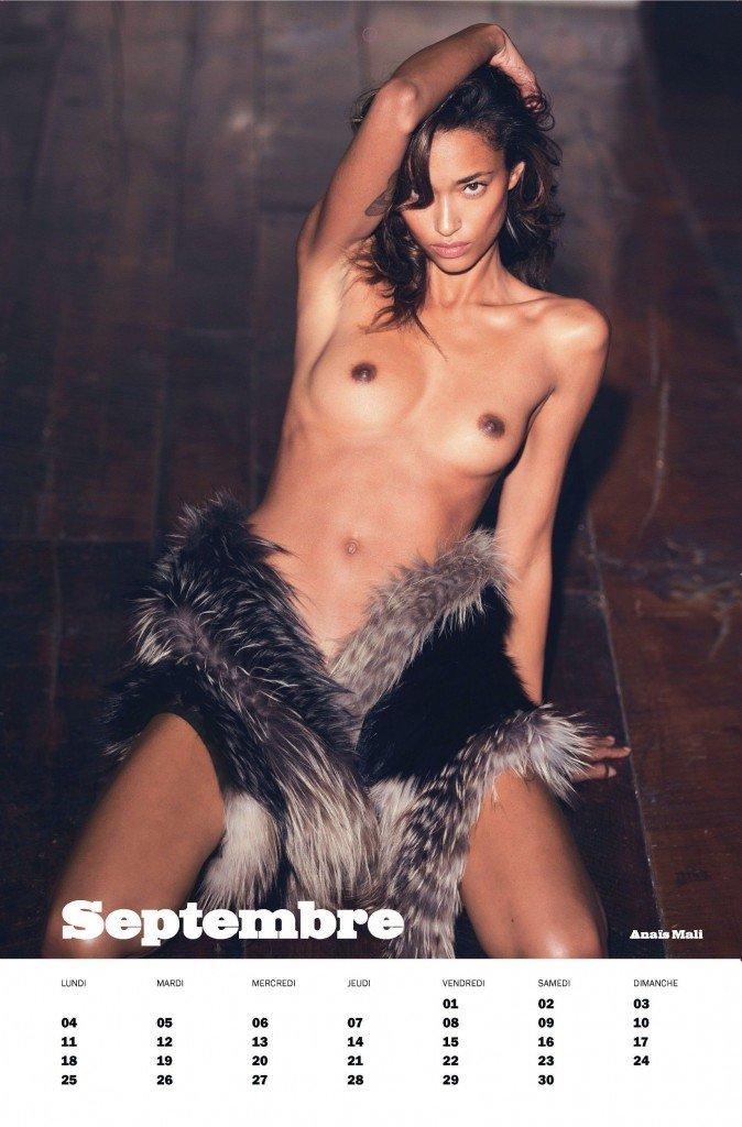 Anais Mali Topless 2