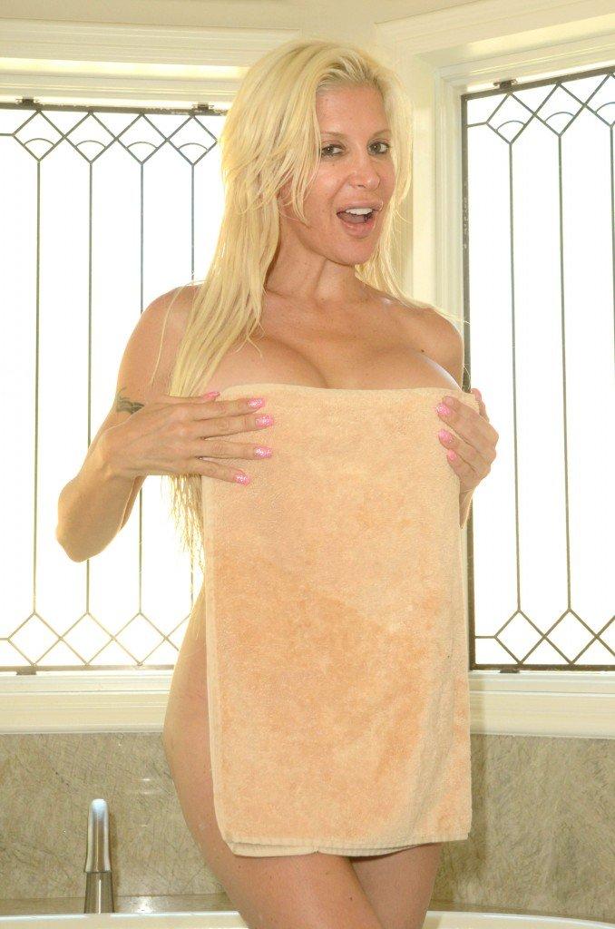 """Angelique """"Frenchy"""" Morgan Nude (31 Photos)"""