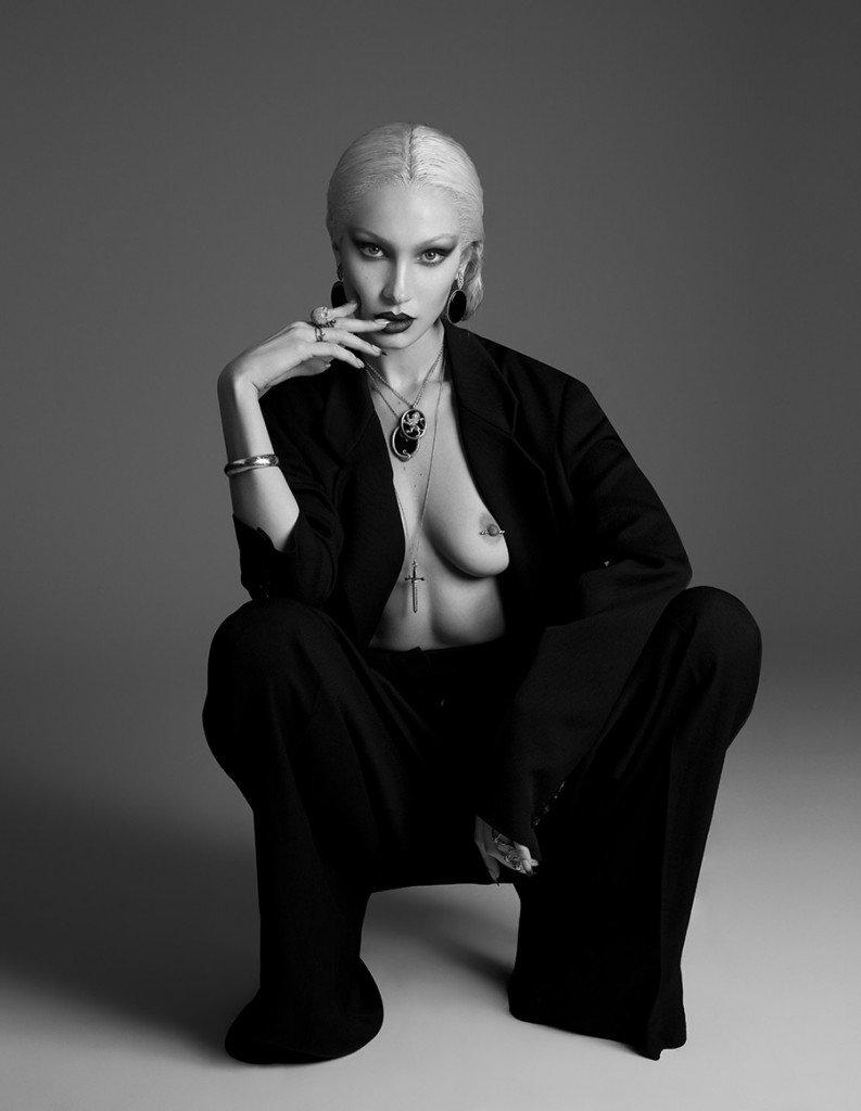 Bella Hadid Sexy & Topless 7