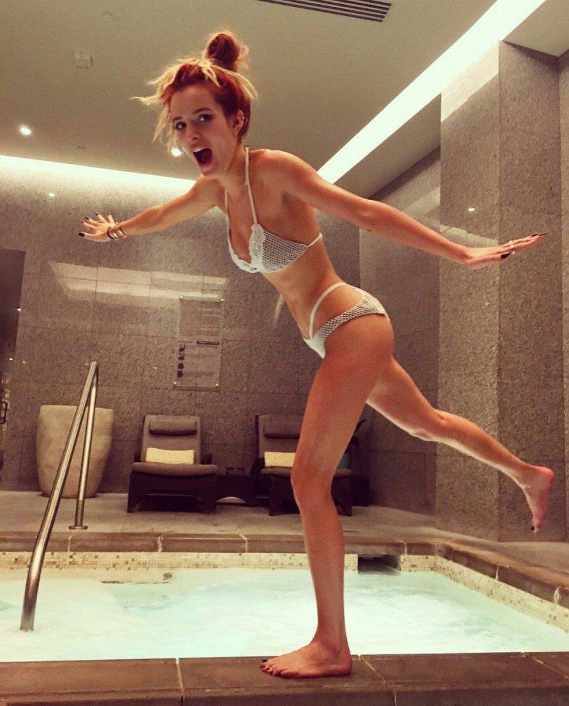 Bella Thorne & Dani Thorne Sexy (13 Photos + 2 GIFs)