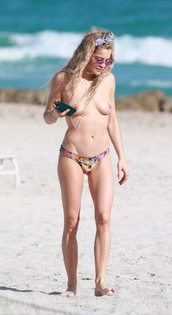 Chelsea Leyland Topless 3