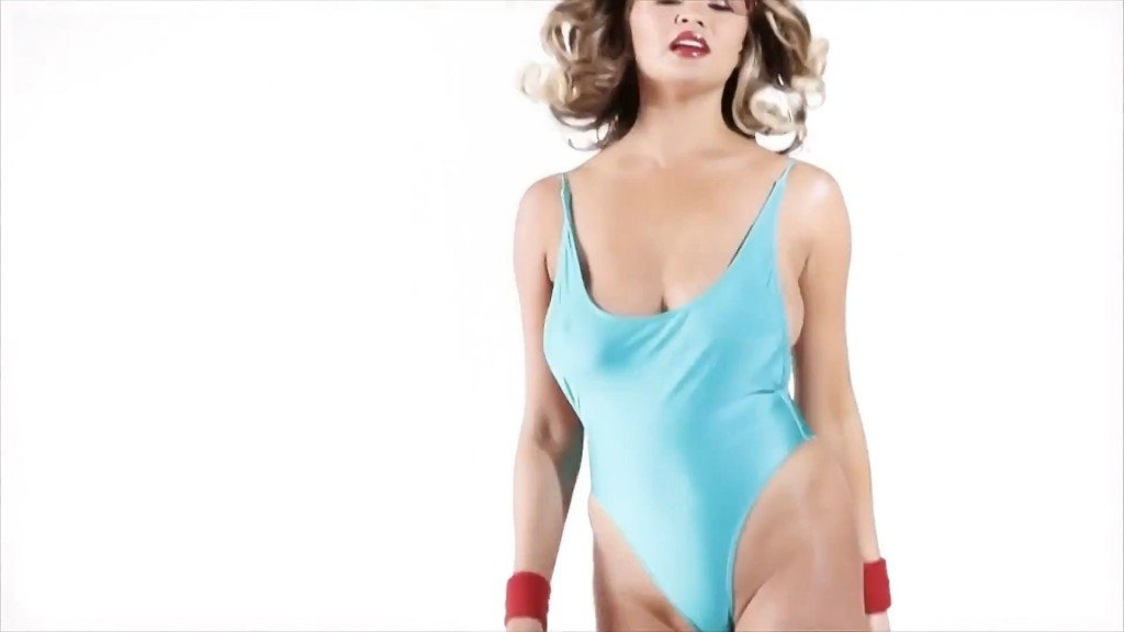 Chrissy Teigen Sexy – 2016 LOVE Advent (Day 16)