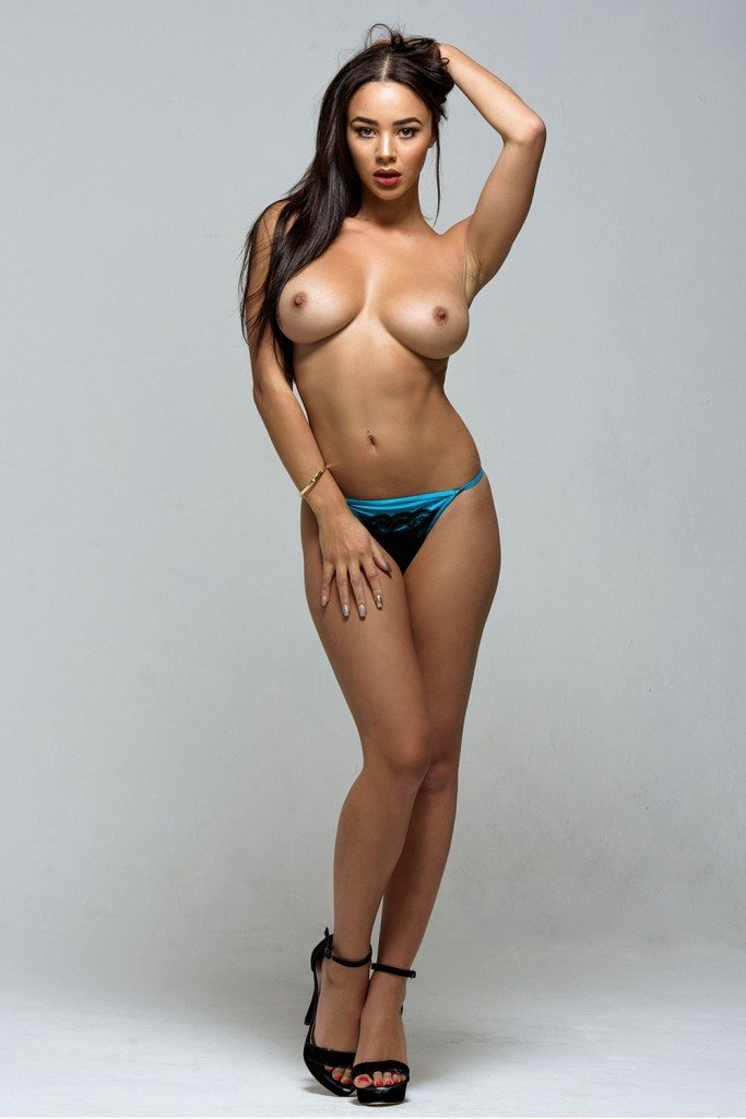 Courtnie Quinlan Sexy and Topless 4