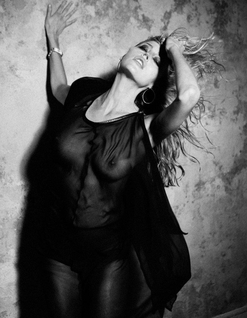 Estella Warren See Through & Sexy (7 Photos)