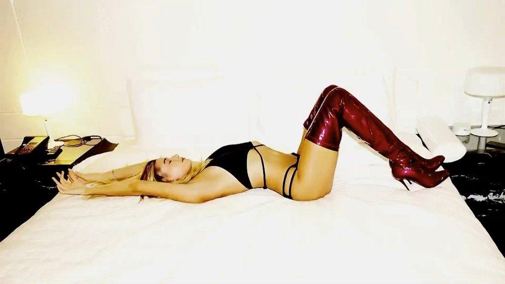 Hailey Baldwin Sexy – 2016 LOVE Advent (Day 21)