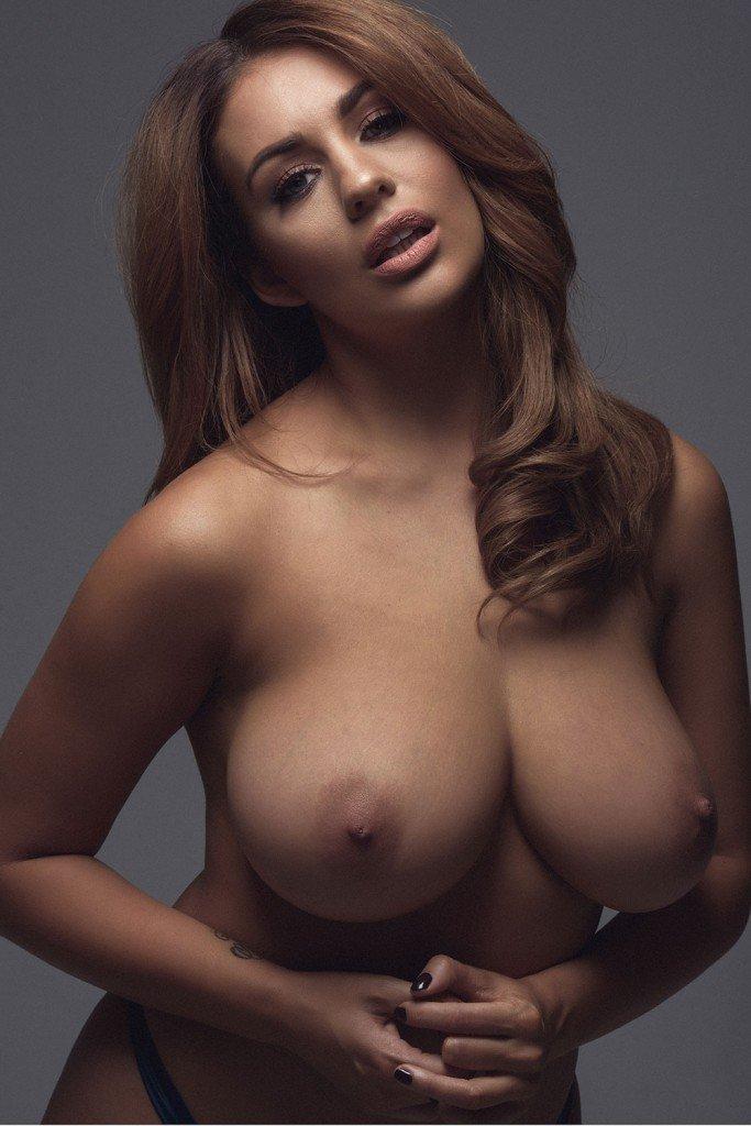 Holly Peers Sexy and Topless 5