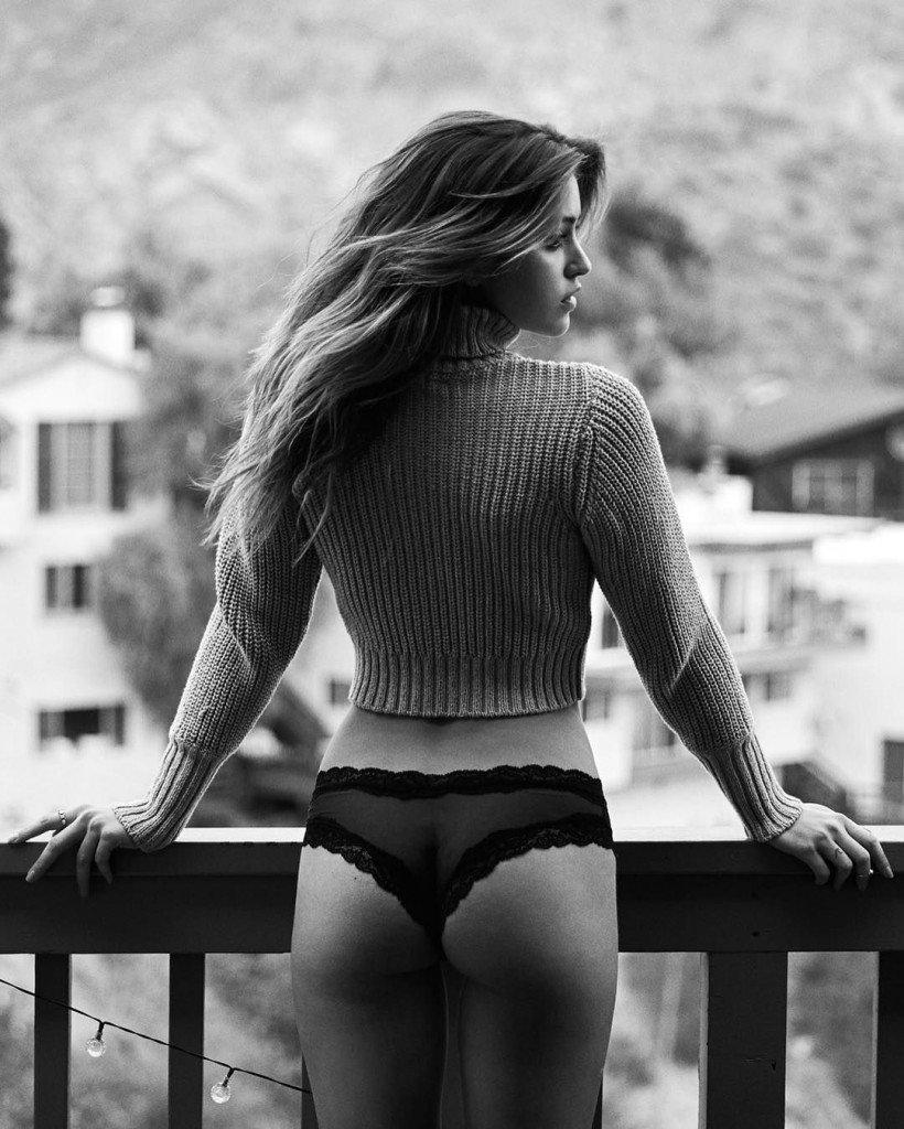 Jehane Paris Sexy (2 Photos)