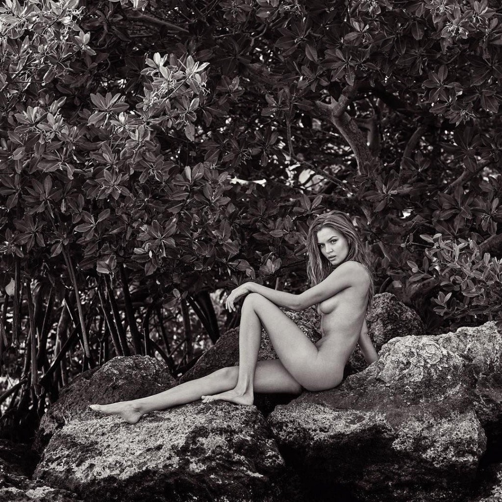 Josephine Skriver Sexy (3 Photos)
