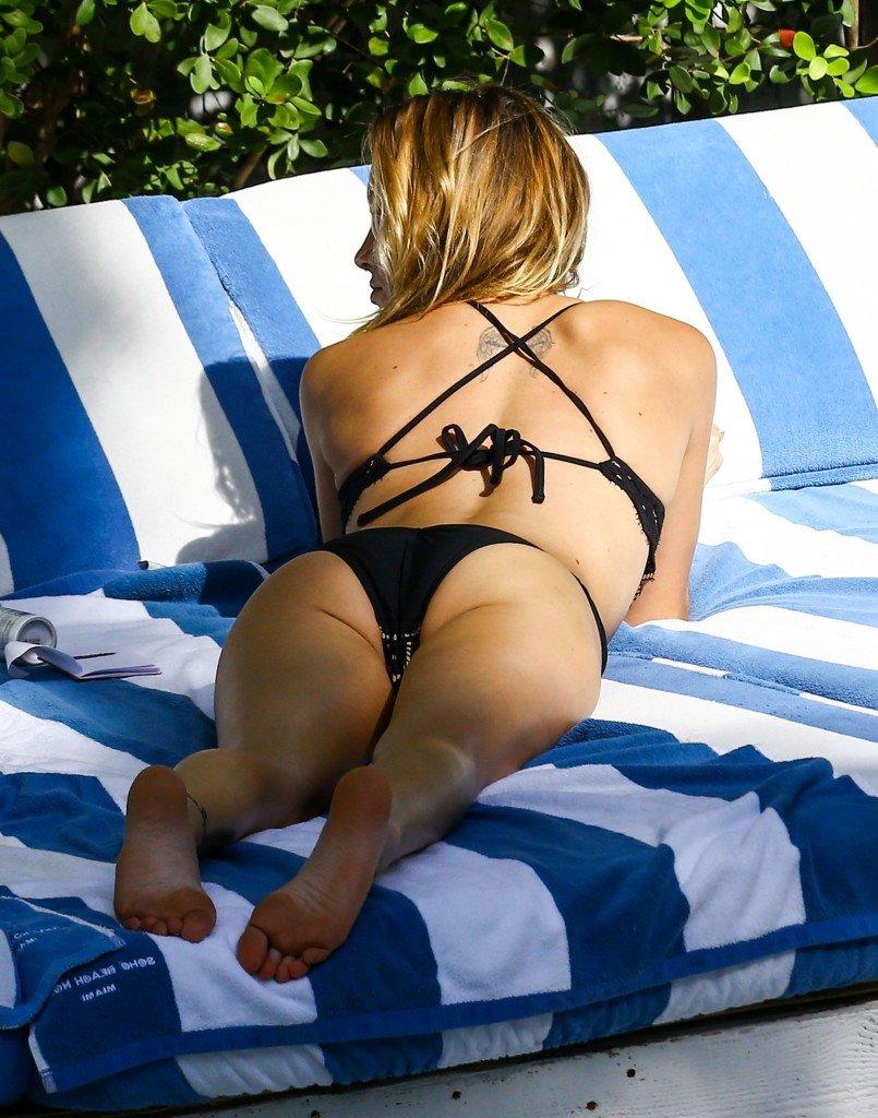Katie Cassidy Sexy (14 Photos)