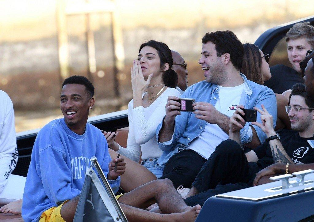 Kendall Jenner Braless (82 Photos)