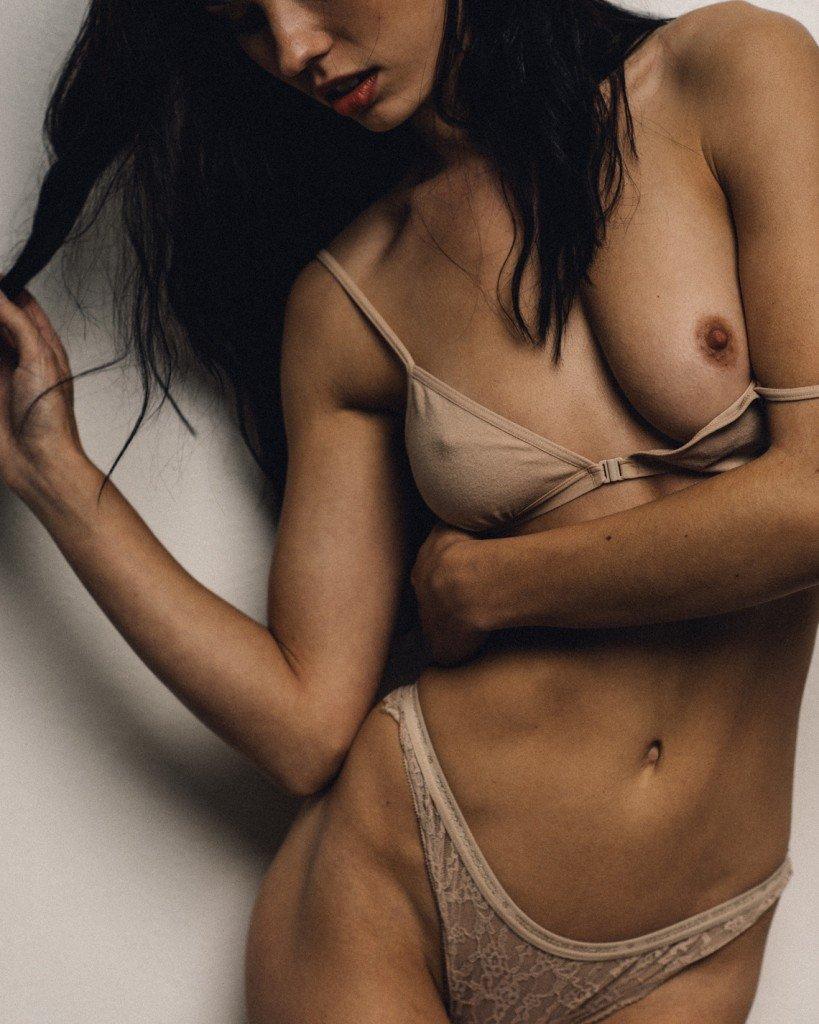 Kera Lester Nude & Sexy (13 Photos)