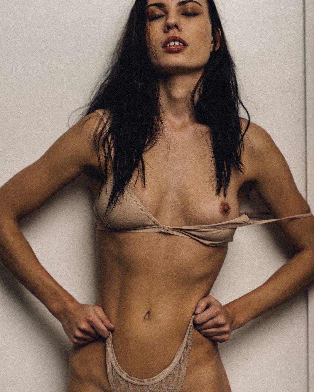 olivia-bridget-nude-sneak-peak-videos-of-girls