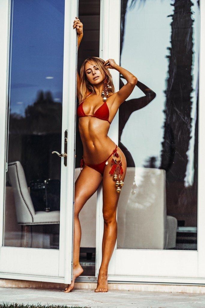 Kimberley Garner Sexy (4 Photos)