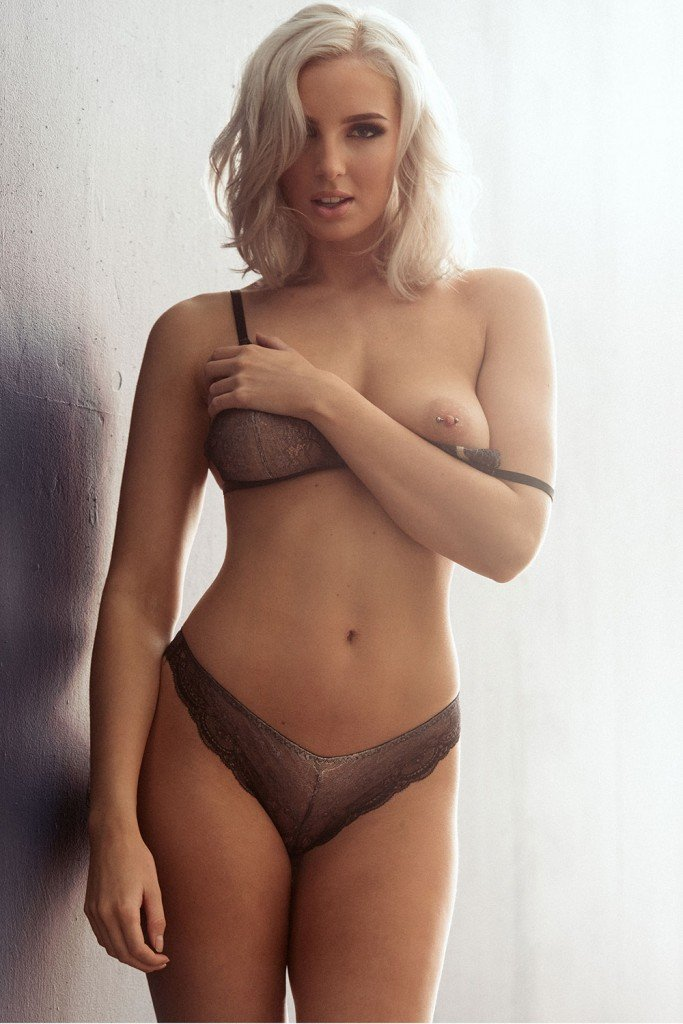 Lissy Cunningham Sexy Topless Pics 3