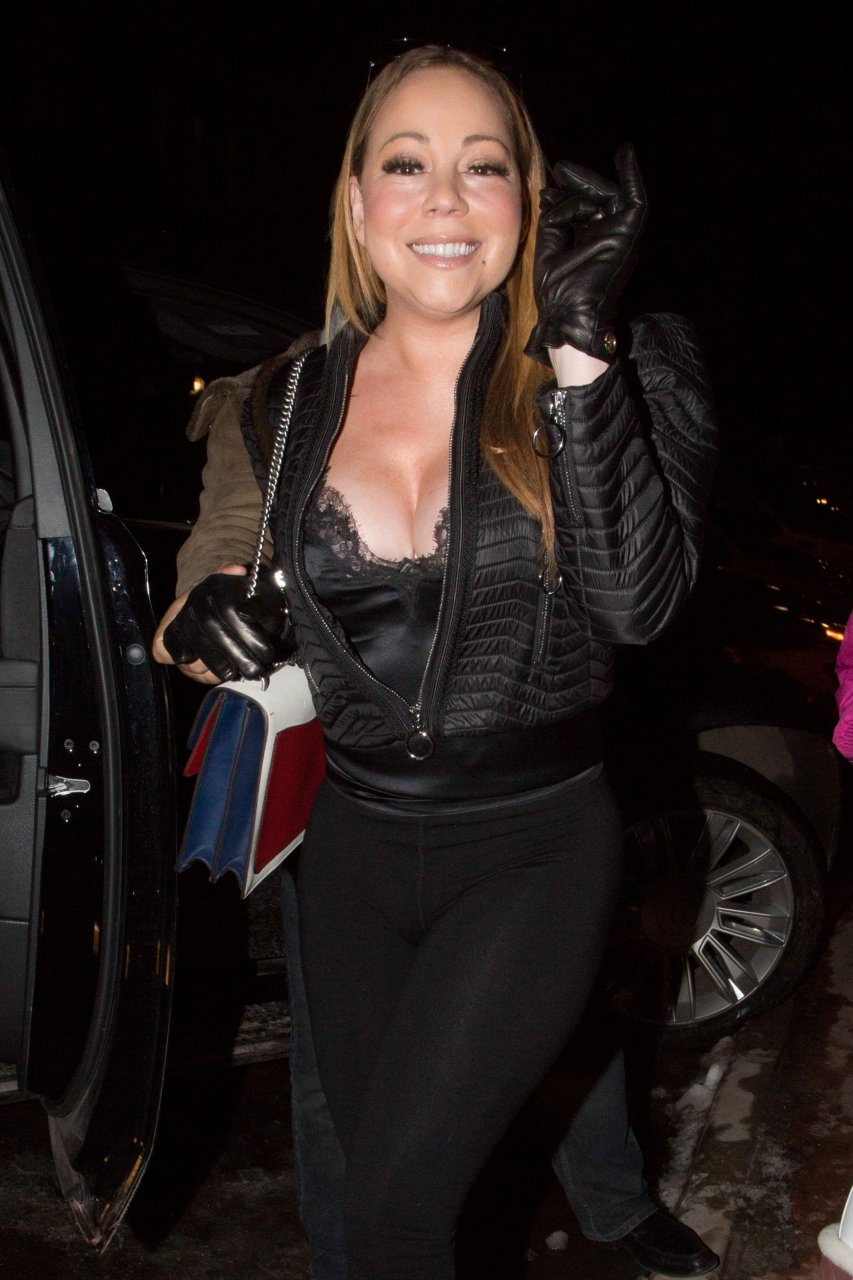 Mariah carey big cleavage reserve, neither