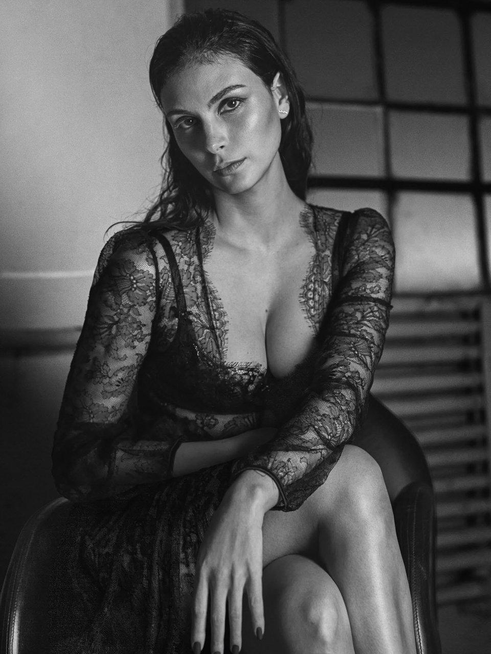 Morena Baccarin Nude 4