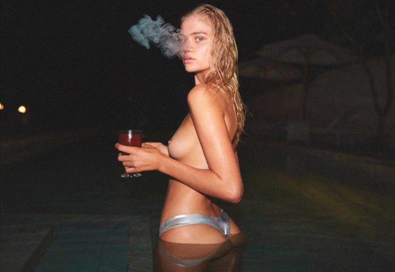 Rebecca Szulc Sexy Topless 14