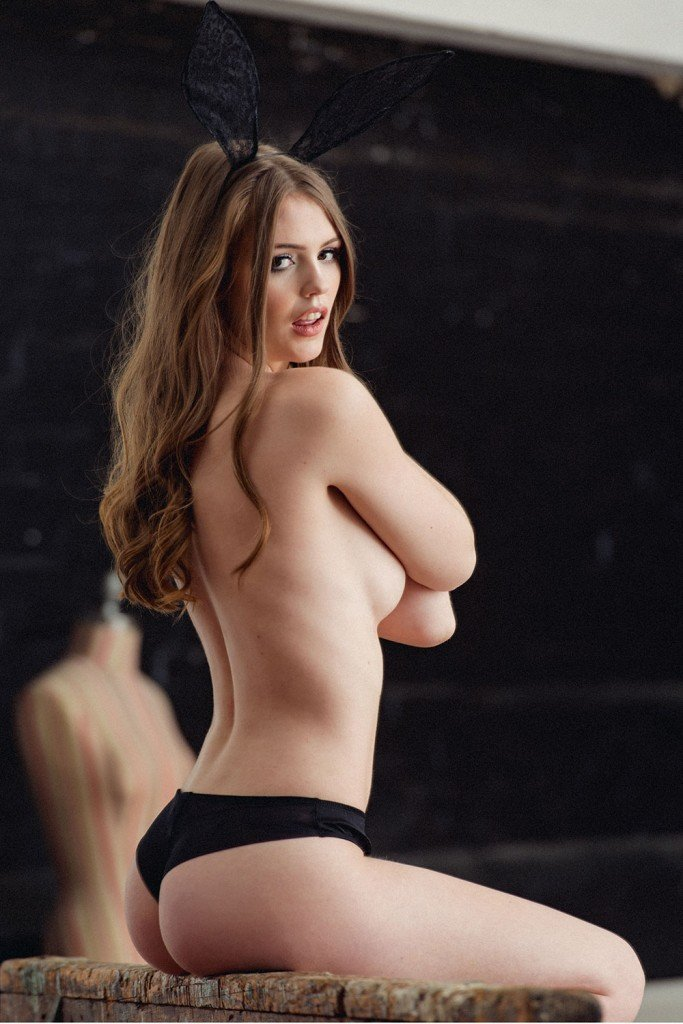 Rosie Danvers Sexy and Topless (5 New Photos)