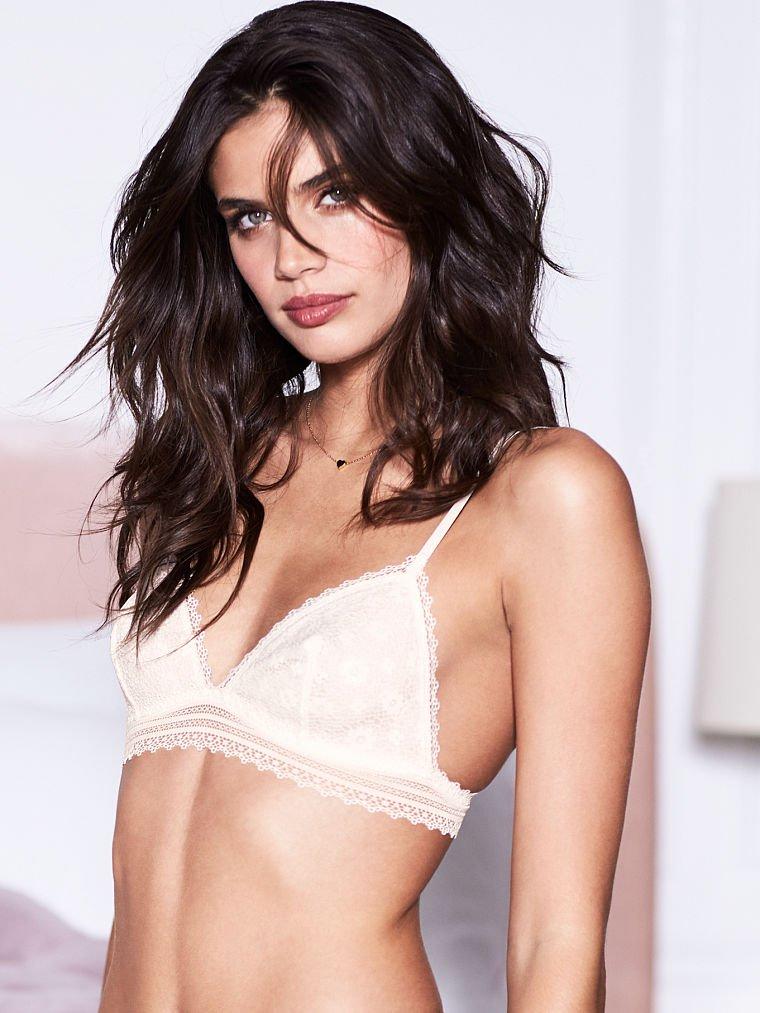 Sara Sampaio Sexy (21 Photos)