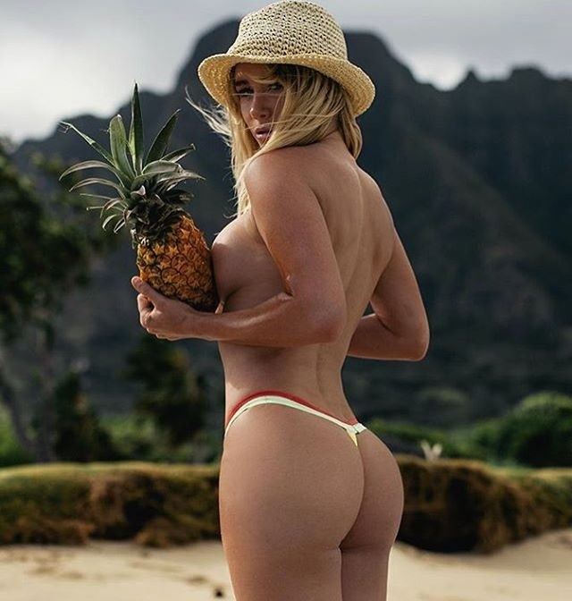 Sara Underwood Topless (2 Hot Photos)