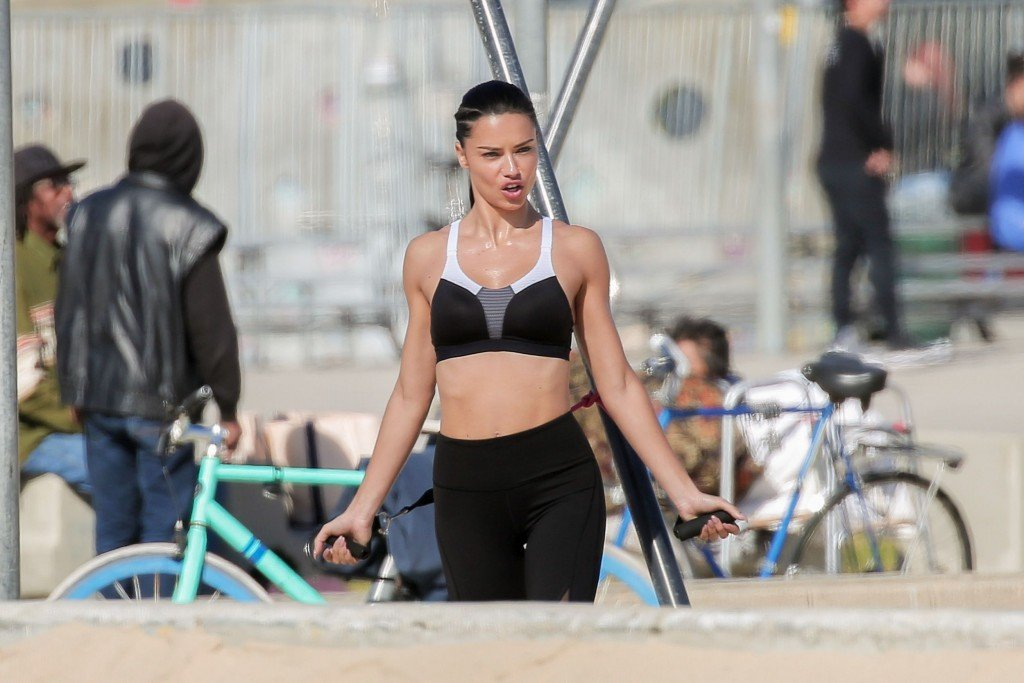 Adriana Lima Sexy (55 Photos)