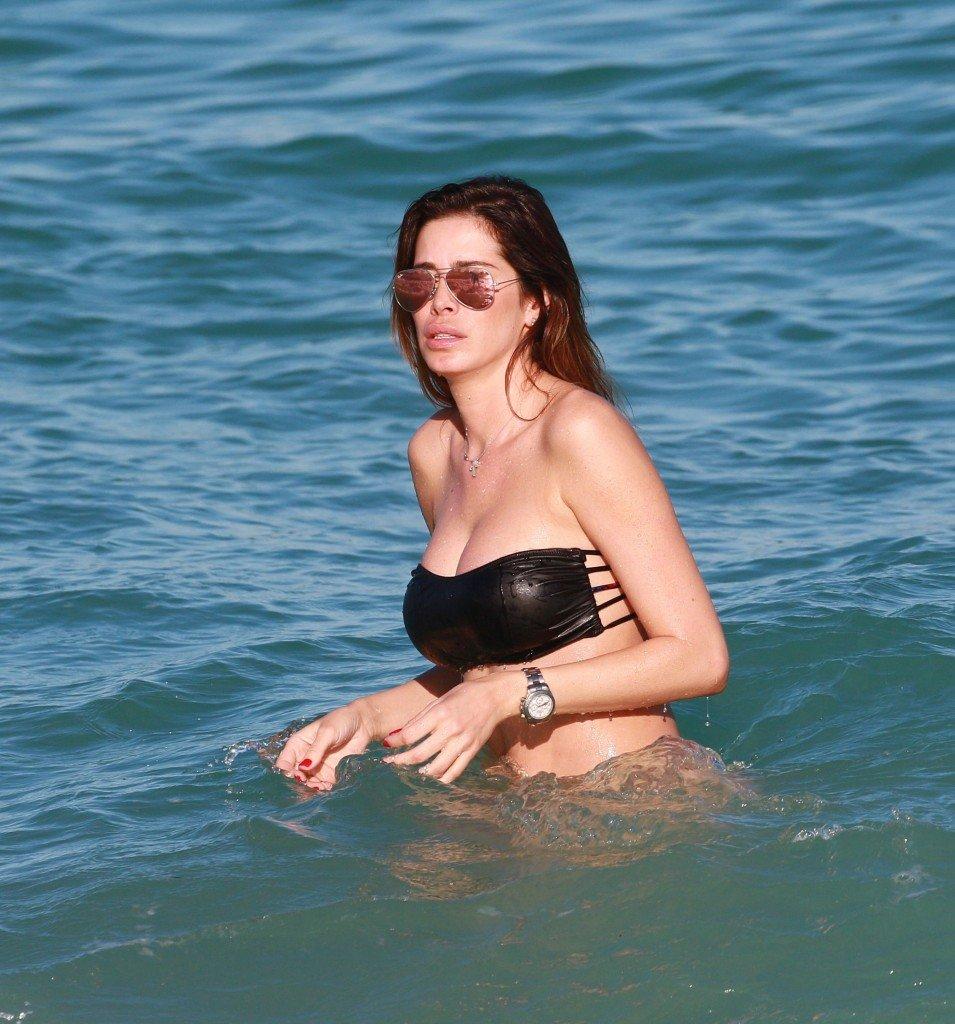 Aida Yespica Sexy (24 Photos)