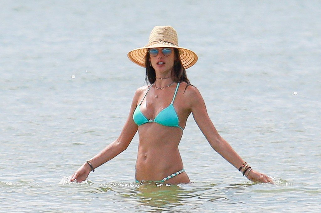 Alessandra Ambrosio Sexy thefappening.so 11
