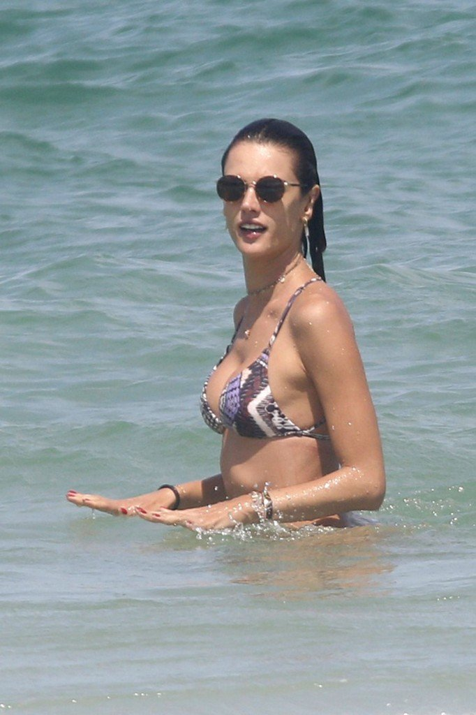 Alessandra Ambrosio Sexy thefappening.so 18
