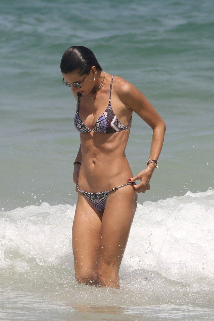 Alessandra Ambrosio Sexy thefappening.so 20