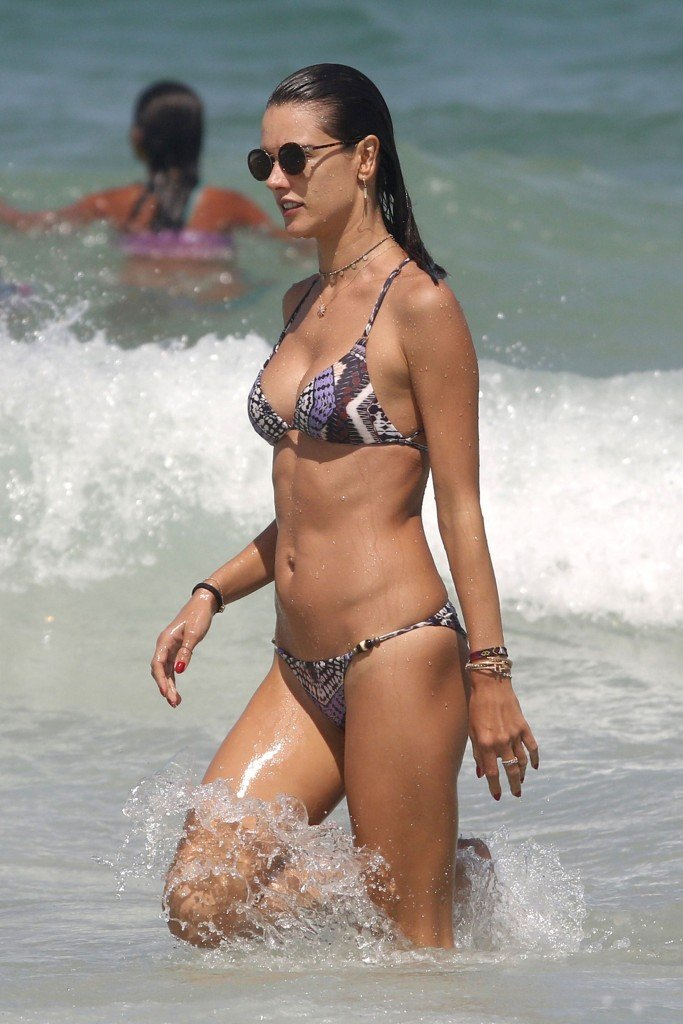 Alessandra Ambrosio Sexy thefappening.so 24