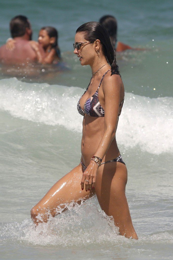 Alessandra Ambrosio Sexy thefappening.so 25