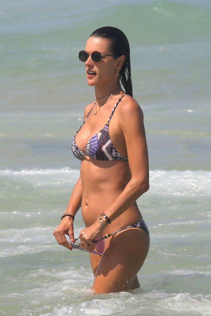 Alessandra Ambrosio Sexy thefappening.so 3