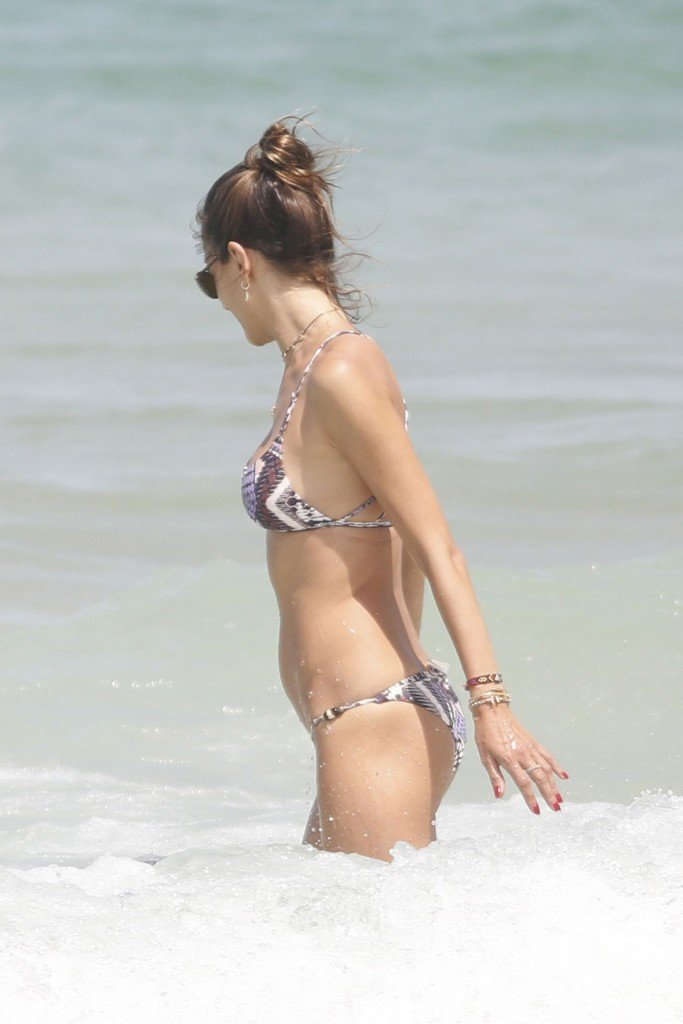 Alessandra Ambrosio Sexy thefappening.so 33