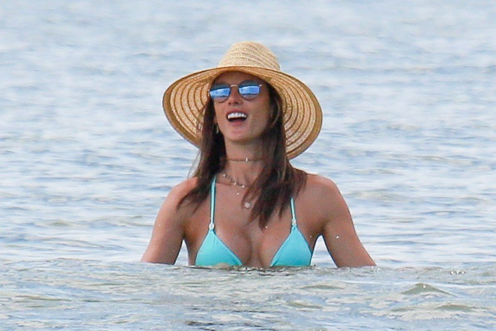 Alessandra Ambrosio Sexy thefappening.so 36