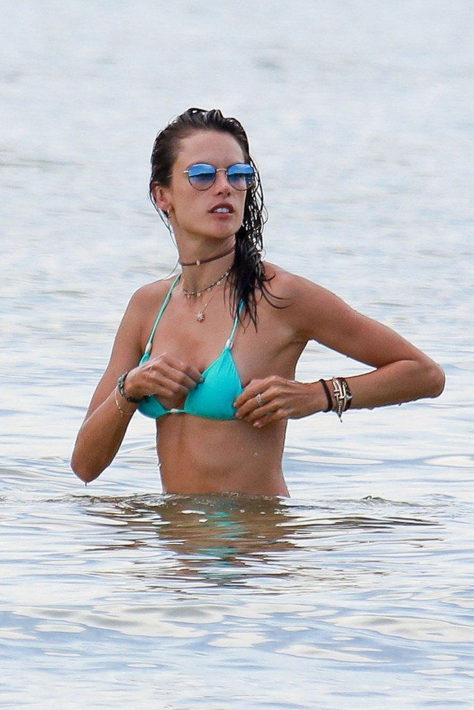 Alessandra Ambrosio Sexy thefappening.so 54