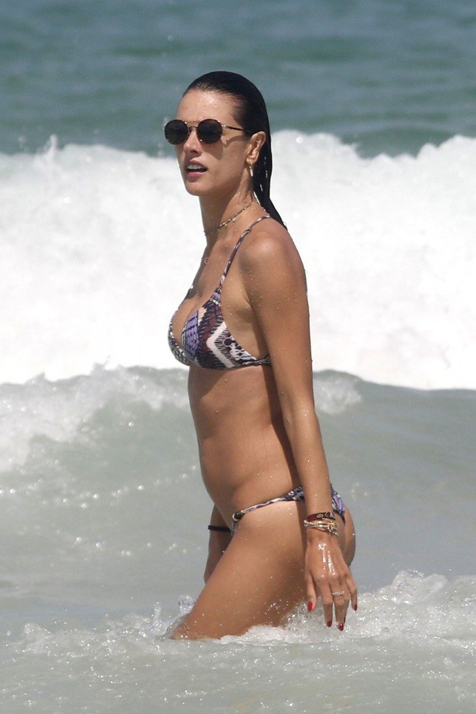 Alessandra Ambrosio Sexy thefappening.so 7
