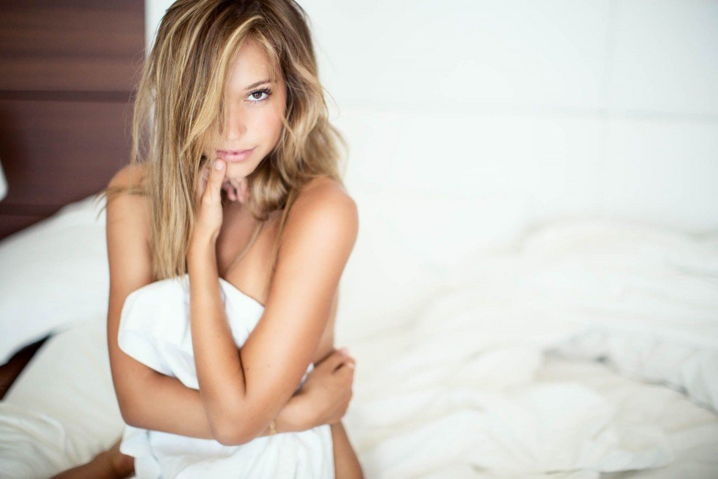 Alexis Ren Sexy and Topless (13 Photos)