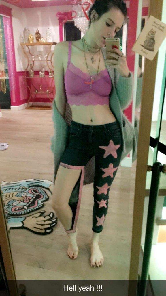 Bella Thorne Sexy (5 Photos + GIFs)