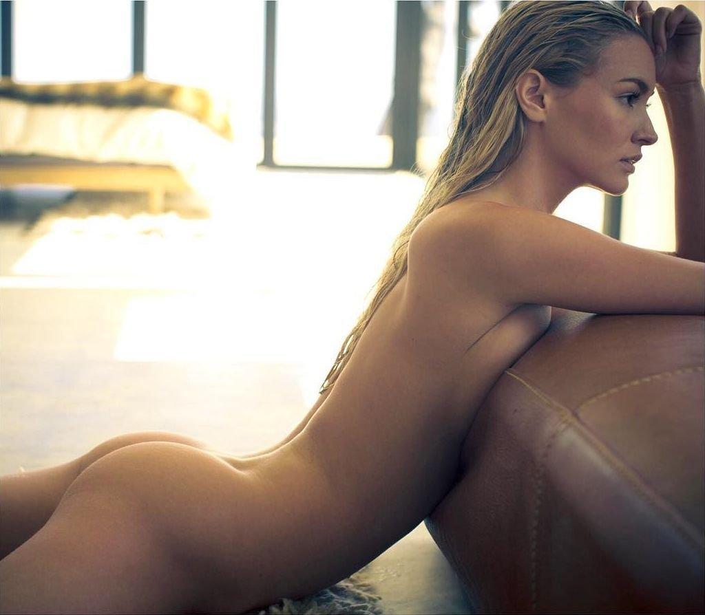 Naked holly valance in kiss kiss ancensored