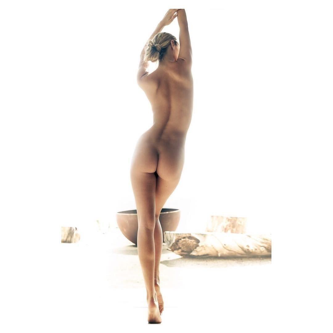 Bryanna nackt, Mädchenlager und junge Frauen