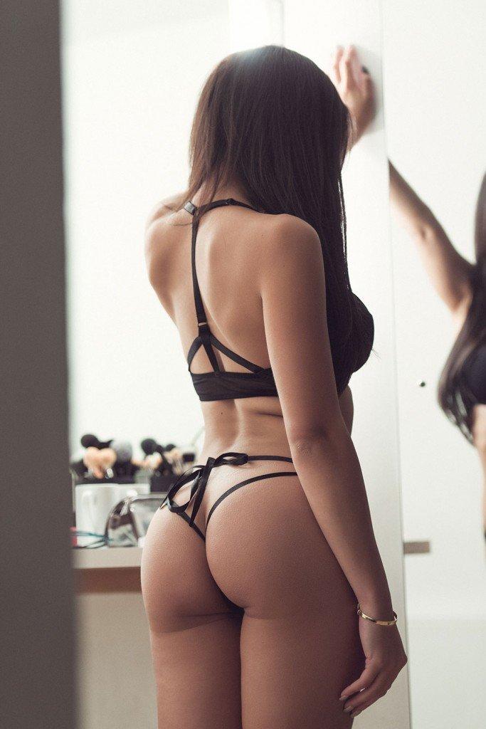 Courtnie Quinlan Sexy Topless 2