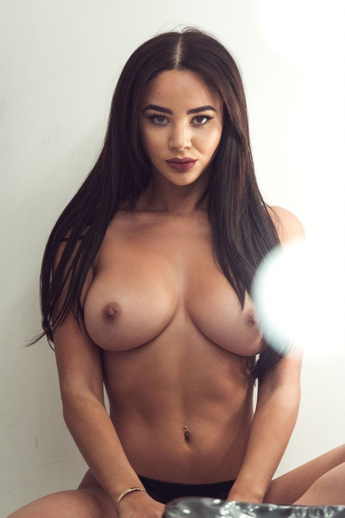 Courtnie Quinlan Sexy and Topless (5 Photos – Page3)